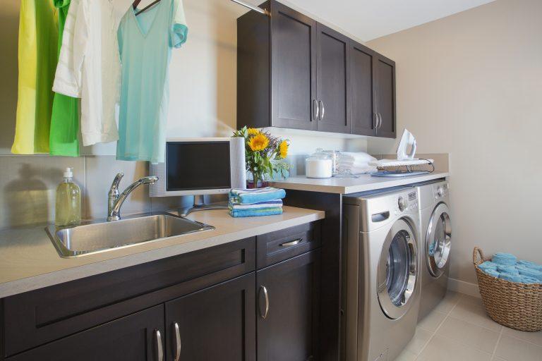 Csak okosan a mosóban! Helytakarékos megoldások a mosókonyhában