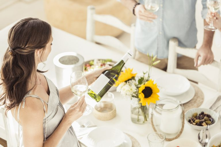 Nem csak borszakértőknek! 11 rendhagyó mód, ahogy csak az igazi ínyencek tárolják a borokat