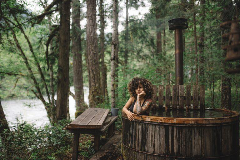 Hűvös idő és forró víz – ellenállhatatlan őszi program a kertben