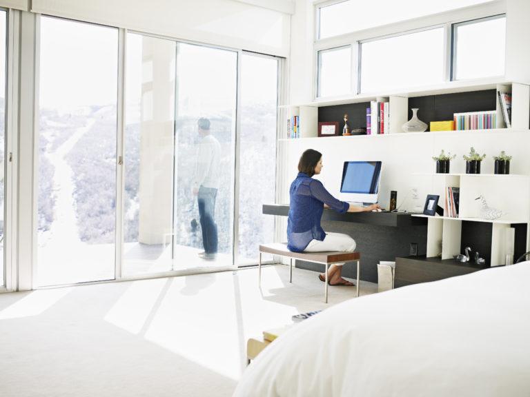 Munka&pihenés – Így hozd össze a hálószobát és a dolgozósarkot