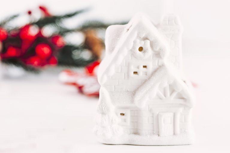 Készíts DIY karácsonyfadíszeket porcelángyurmából