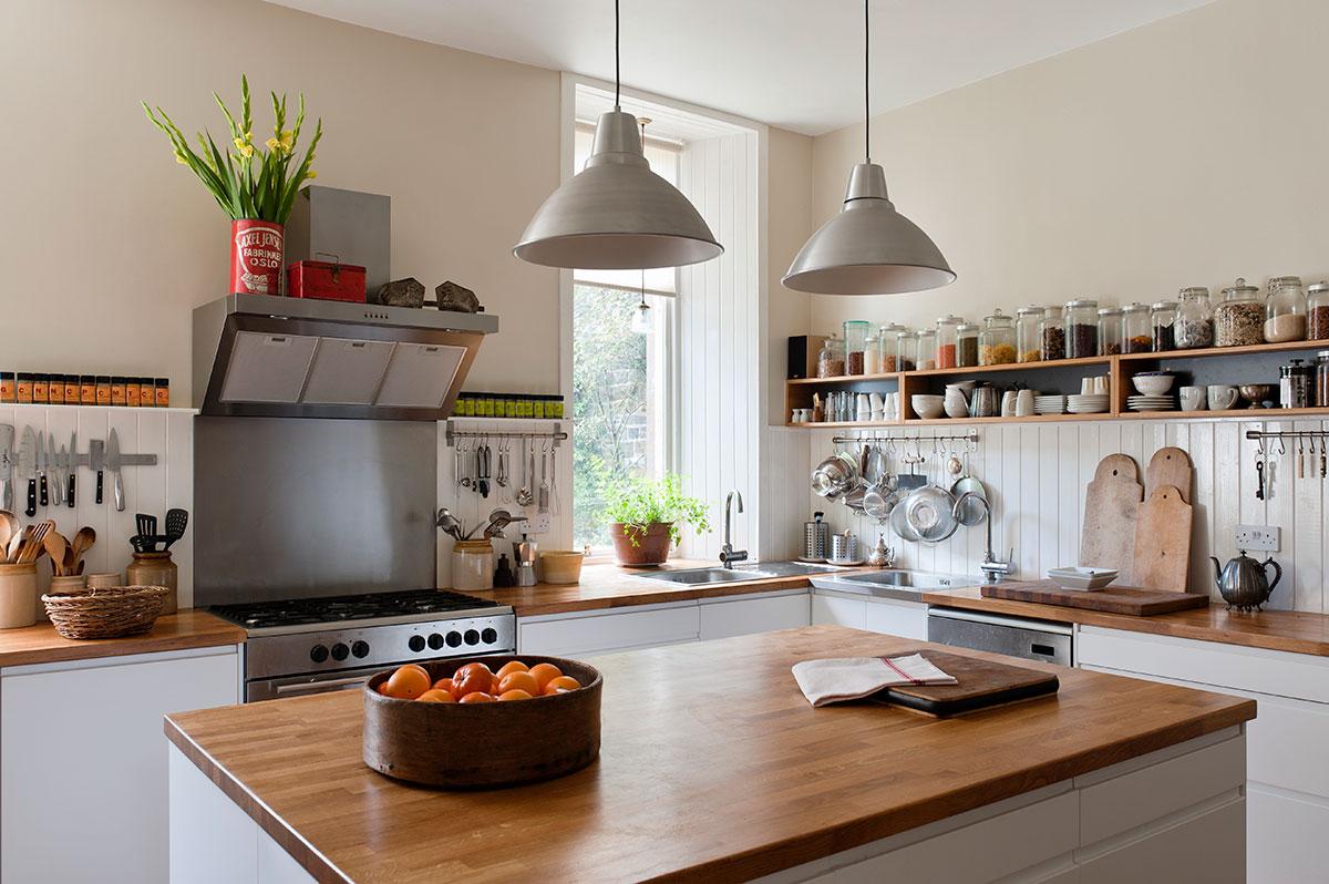 Édes, nyitott polcos konyhafelújítás - Előtte-utána képek