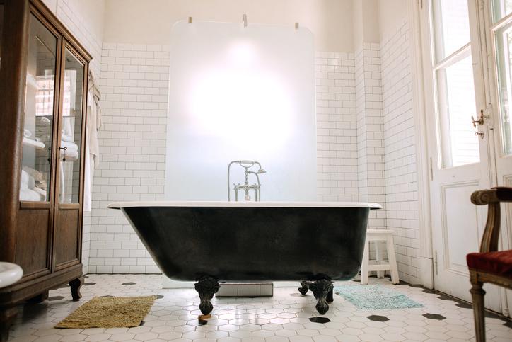 """Albérletben laksz? Így """"újítsd fel"""" a fürdőt anélkül, hogy annak maradandó nyoma lenne"""