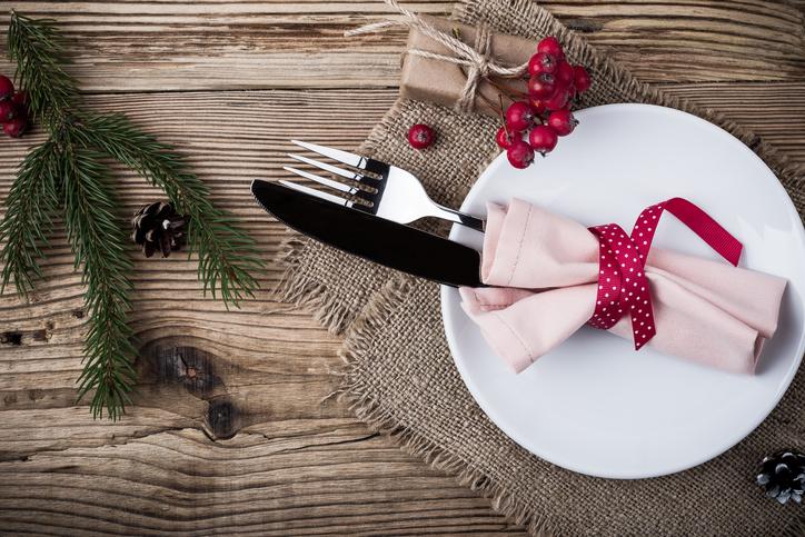 Így lesz tökéletes az ünnepi asztal: hajtogass szalvétából fenyőfát! – VIDEÓ