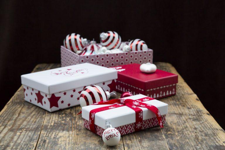 Bedobozolt szeretet! Letölthető ingyenes karácsonyi ajándékdoboz sablonok az egyedi csomagoláshoz