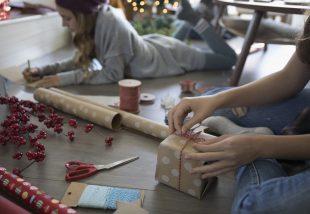 Ideje csomagolni! Újító ötletek karácsonyi ajándékcsomagoláshoz