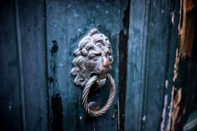 30 különleges kopogtató a bejárati ajtóra