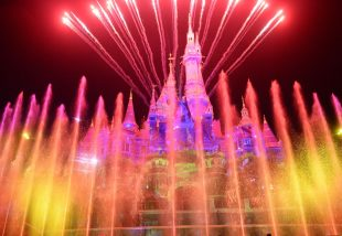 Elbűvölő történet! Édesapja elhozta kislányának a valódi Disney kastélyt - Videó!