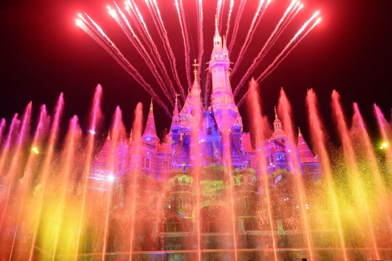 Elbűvölő történet! Édesapja elhozta kislányának a valódi Disney kastélyt – Videó!