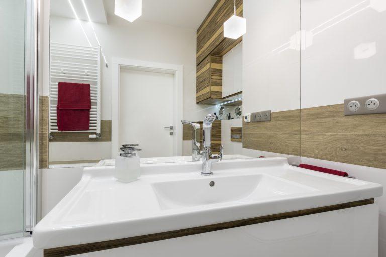 Nincs olyan, hogy túl kicsi… Zseniális ötletek talpalatnyi fürdők berendezéséhez