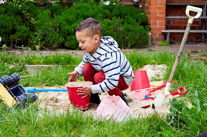 Homokozó házilag – Két tucat zseniális ötlet a gyerekek legnagyobb örömére