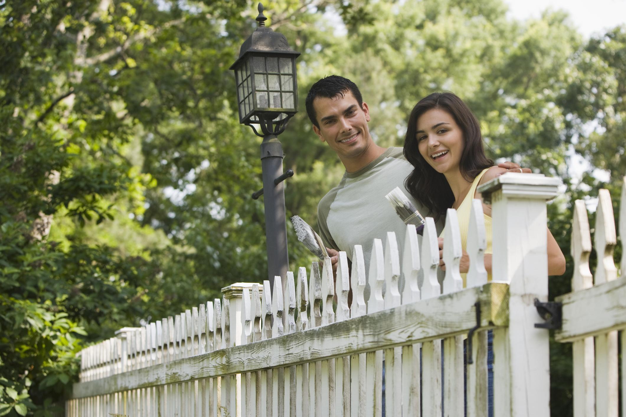 Így fesd le a fa kerítést lépésről lépésre!