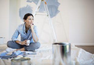 Fűrészporos tapéta festése házilag