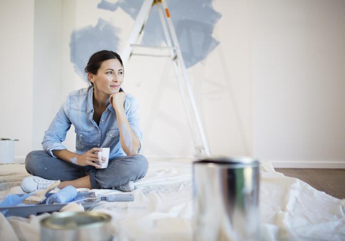 Fűrészporos tapéta festése házilag – ezt érdemes tudnod róla!