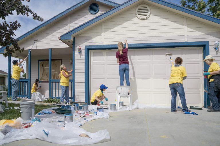 Mennyibe kerül egy ház külső festése? – Kiszámoltuk!