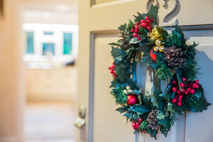 Karácsonyi ajtódísz: öltöztesd fel bejáratod, hogy mindenki elámuljon!