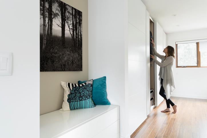 Beépített szekrény házilag – Készíts olcsón, egyedi tárolót!