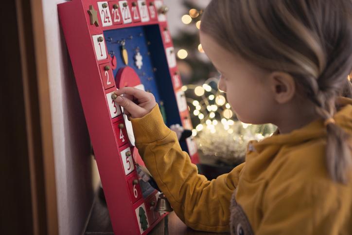 Mit tegyünk a gyerekeknek az adventi naptárba? Hoztunk pár ötletet!