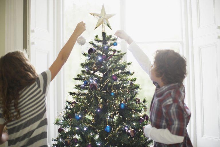 Adventi Megoldások #18 – Milyen színű legyen idén a karácsonyfa dekorációja?