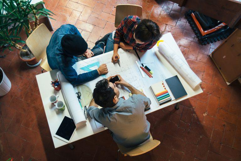 Lakást tervezőasztalról? – Előnyök és hátrányok, amikkel számolnod kell