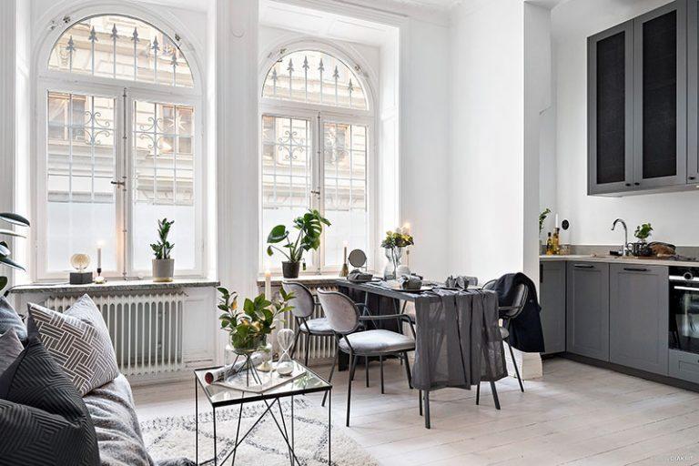 Kis lakás hatalmas ablakokkal – Amikor a fény mindent ural