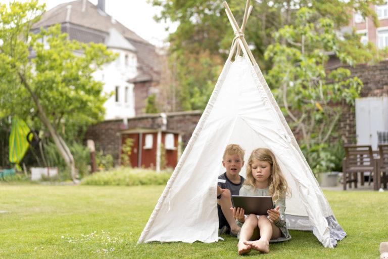 DIY kerti sátor – 5 tipp, amivel seperc kempinghangulatot varázsolhatsz a gyerkőcöknek