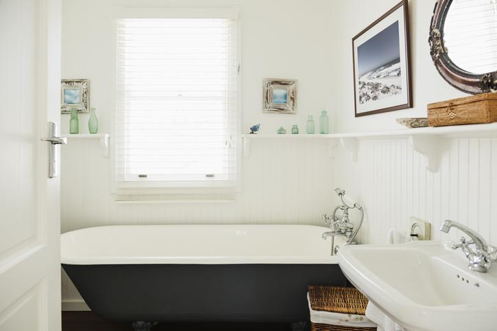 Hófehér fuga 5 lépésben – Így varázsold újra tisztává a fürdő falát