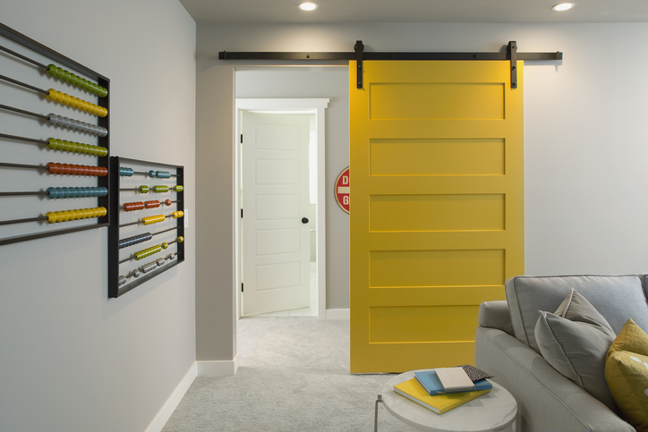 Kis szobák, szűk terek – A legjobb megoldás a tolóajtó