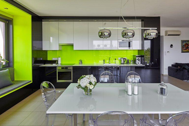 Bevállalták! Olyan színnel dekorálta a fiatal pár felújított lakását, ami elsőre mindenkit sokkol!