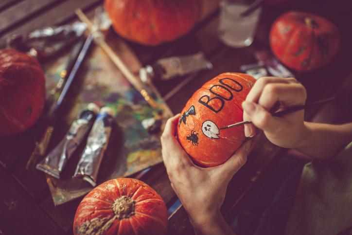 Halloweeni tökfaragás mesterfokon – Íme, a 8 legegyedibb tökdekor