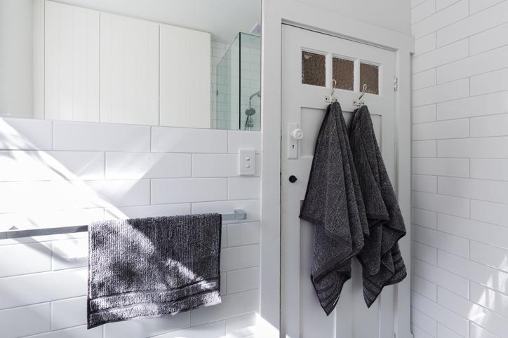 10 tipp, hogyan használd a metrócsempét a fürdőszobában