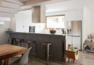 Ahol a konyha a nappali – Egy budapesti lakás különös története