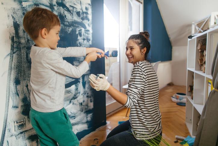 Festés és tapétázás kombinációja – Ütős megoldás!