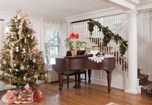 Így öltöztesd karácsonyi köntösbe a lépcsőkorlátot – Ezek a legtutibb ötletek