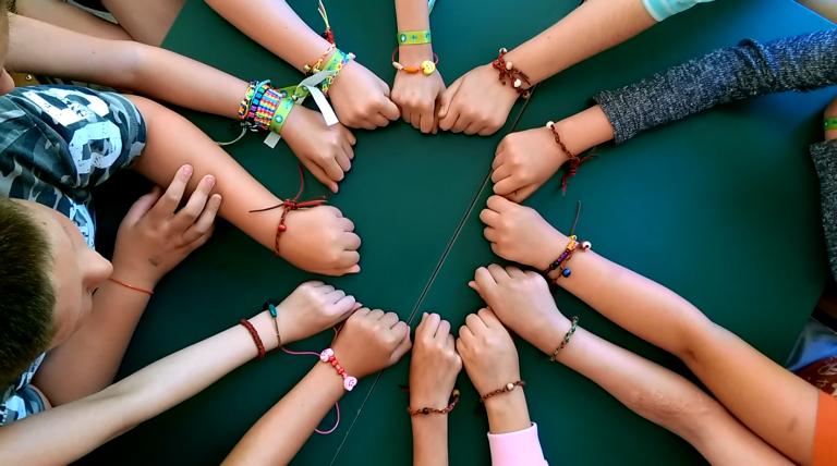 Február 28-ig lehet jelentkezni az Adj Egy Ötöst! iskolai szemléletformáló programra