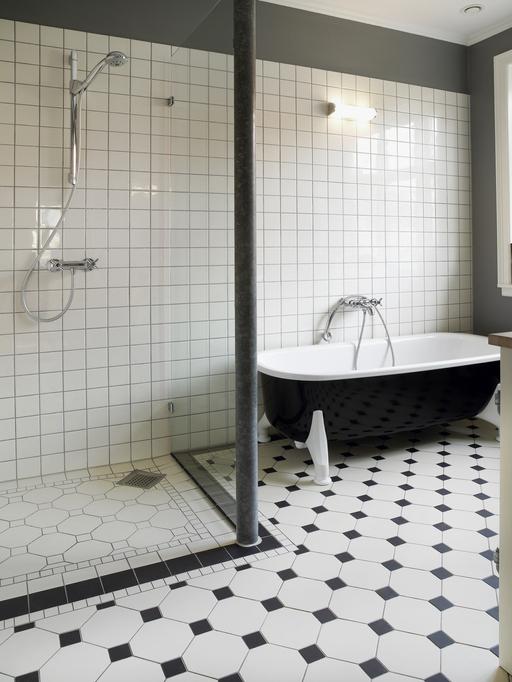 Időtálló fekete-fehér fürdőszobák, amelyek mindenkit elvarázsolnak