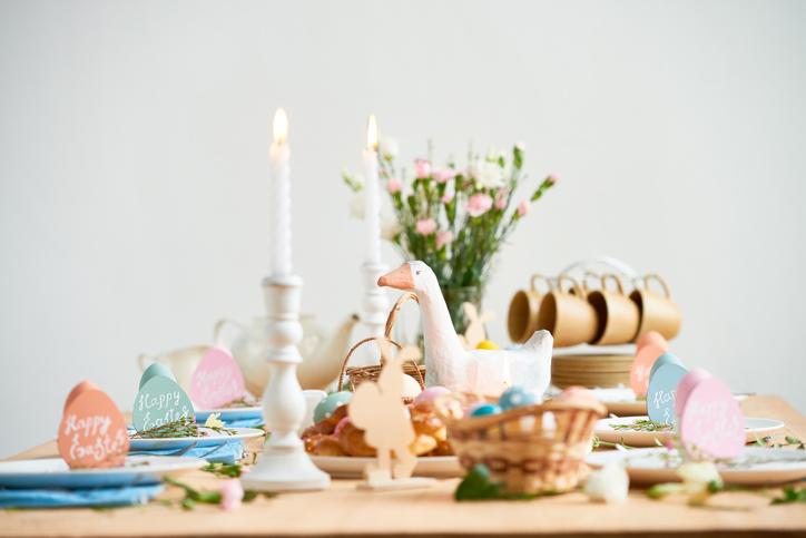 Csináld utánuk! Szemet gyönyörködtető virágkompozíciók a húsvéti asztalra