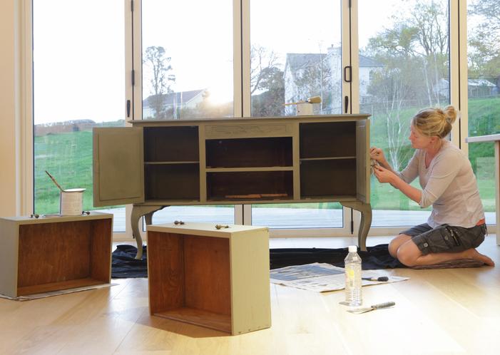 Antikolt festés házilag – Így varázsold egyszerűen antik hatásúvá a bútorodat