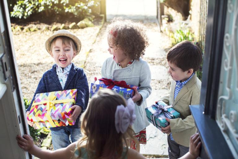 Gyereknapi ajándékötletek – Ezzel a 2 ötlettel tuti mosolyt csalsz az arcára