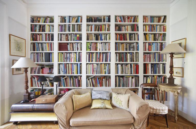 Hagyd magad meggyőzni! Megannyi lenyűgöző érvünk van a beépített könyvespolcok mellett