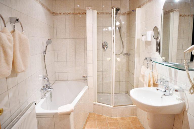 Panel fürdőszoba káddal? – Lehetséges! Ezek a képek bizonyítják!