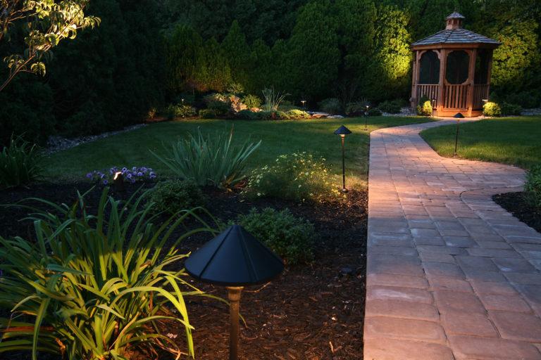 Íme, a legegyszerűbb kerti út ötletek, amelyek garantáltan feldobják az udvarod