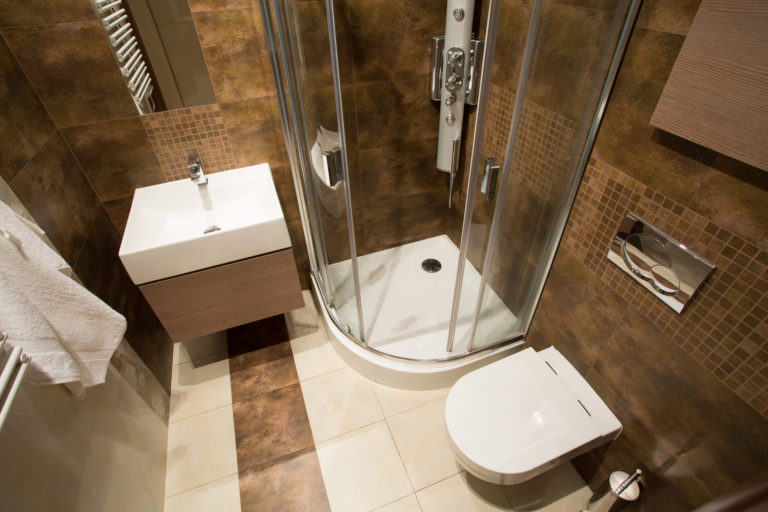 Tárolási ötletek mini fürdődbe, hogy a lehető legtöbbet hozhasd ki belőle!