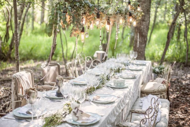 Szerelembe ejtő dekor – Esküvői asztaldekorációs tippek a nagy napra