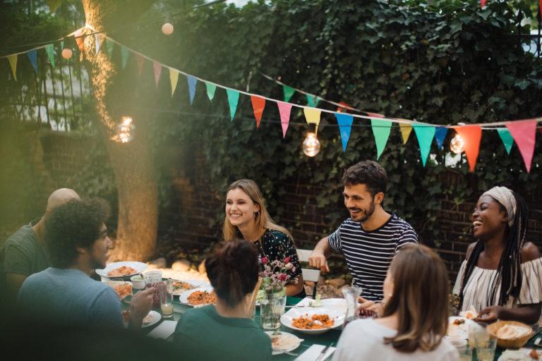 Hozzuk ki a legtöbbet az idei nyárból! Kreatív kerti parti ötletek felejthetetlen bulikhoz