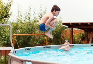 Medence tisztítása 7 lépésben – A gyönyörűen tiszta víz érdekében