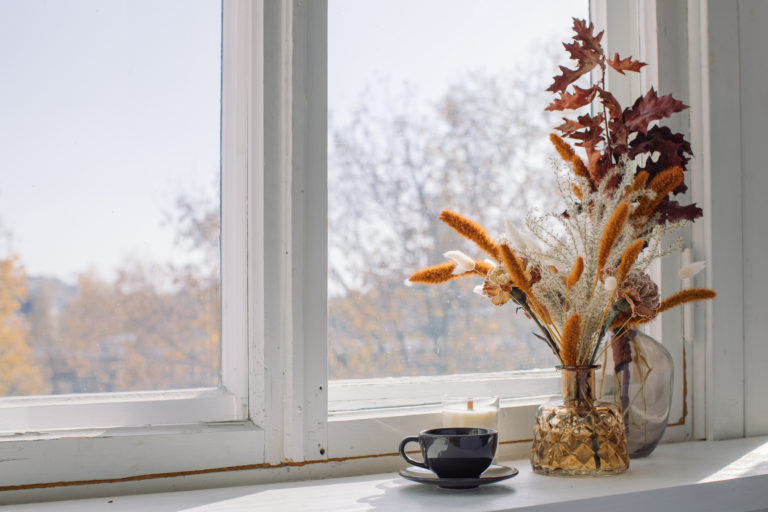 Őszi dekorációk ablakba: íme néhány szuper és egyszerű ötlet!