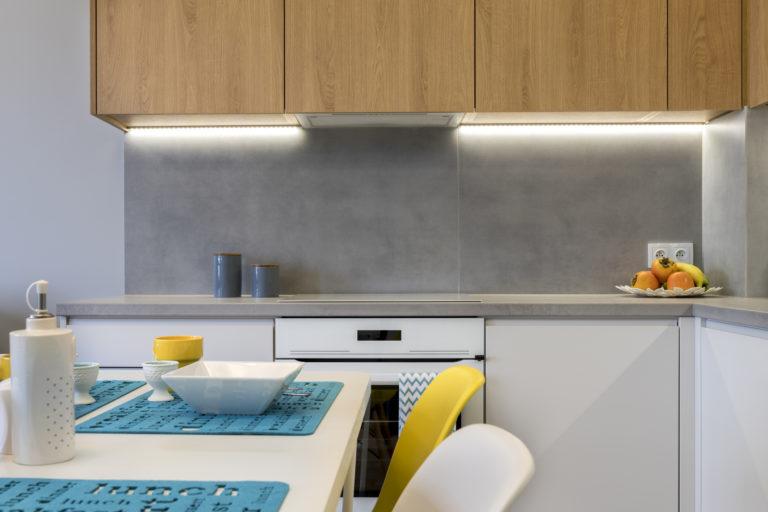 Így dekorálj színes LED csíkokkal, ha szupermodern otthont szeretnél