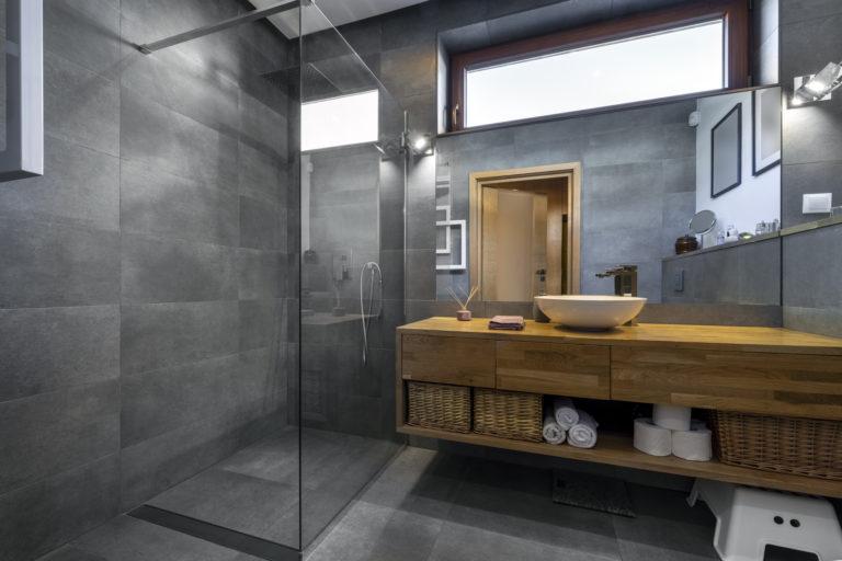 A zuhanykabin felújítása – Mutatjuk, hogyan kerüld el ezt a költséges műveletet