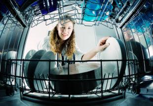 Lehet, hogy eddig rosszul takarítottad a mosogatógéped? Mutatjuk, hogyan csinálják a profik!
